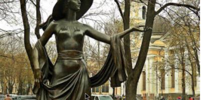 Vera Kholodnaya heykeli